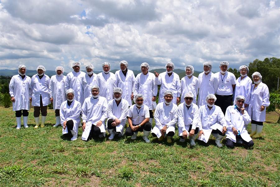 รัฐมนตรีช่วยว่าการกระทรวงเกษตรและสหกรณ์พร้อมด้วยคณะ เข้าเยี่ยมชมฟาร์มเลี้ยงสุกร เครือ วีพีเอฟ